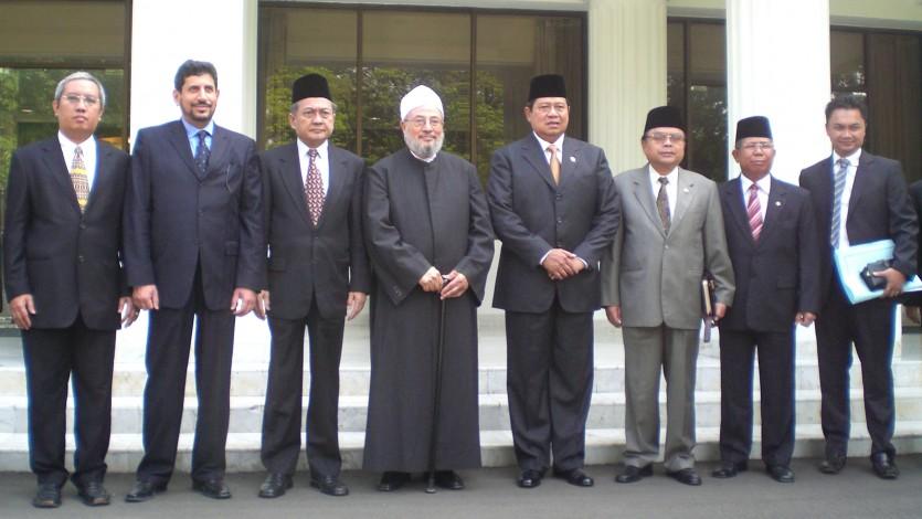 مع الرئيس الإندونيسي السابق ووزير الأوقاف ونواب بمجلس الشورى