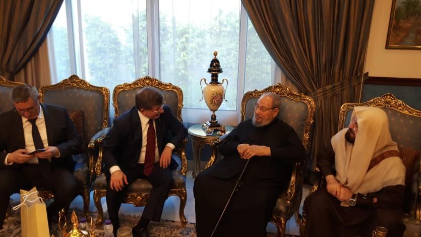 مع رئيس الوزراء التركي الأسبق د. أحمد داود أوغلو، والسفير التركي بالدوحة فكرت أوزر، ود. علي القره داغي.