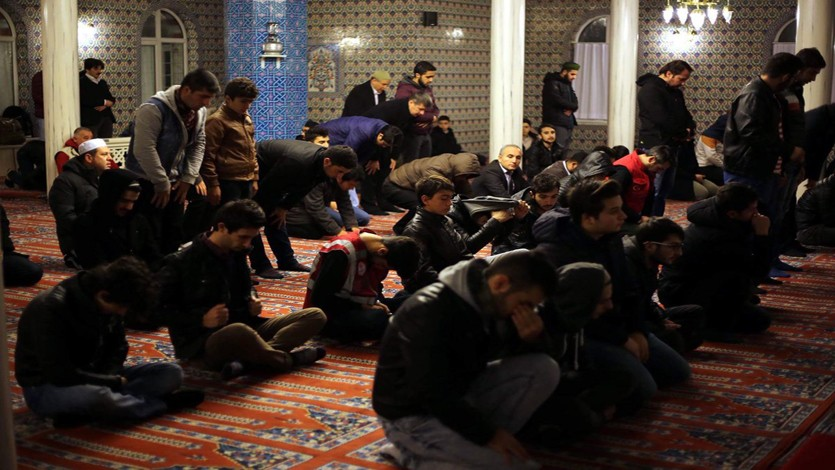 الأحق بالإمامة في الصلاة