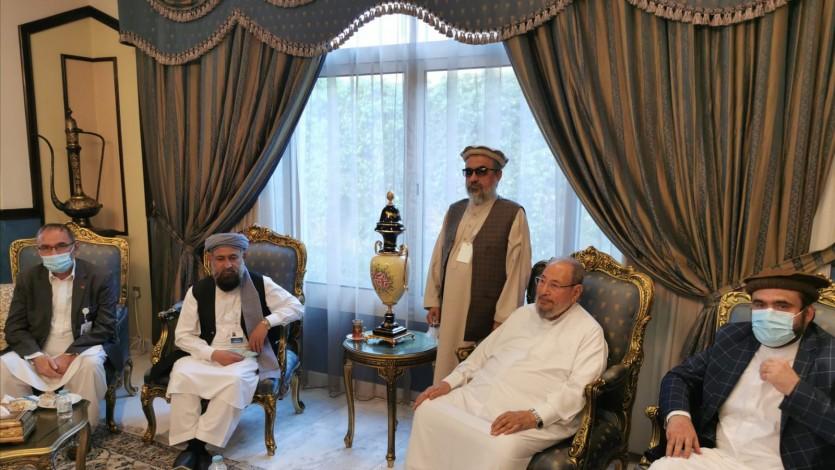 استقبال سماحة الشيخ القرضاوي وفد الحكومة الأفغانية للمفاوضات