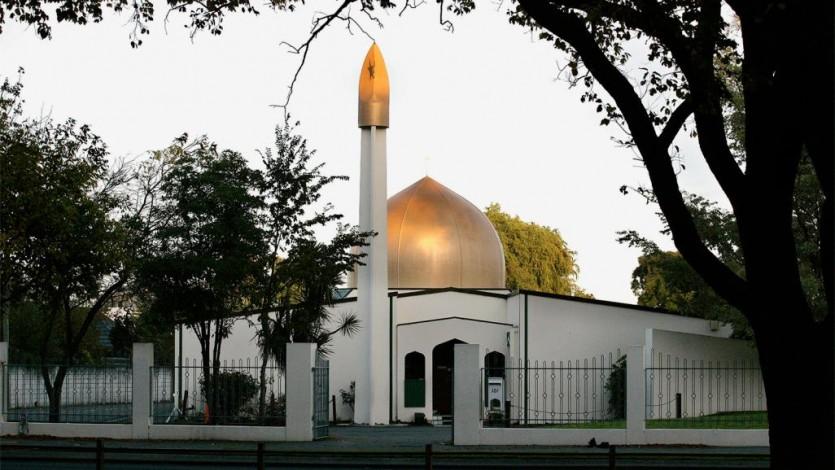 القرضاوي يصلي صلاة الغائب على شهداء المسجدين