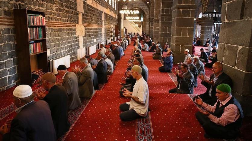 الدين وحاجة المجتمع إلى التعاون والتماسك