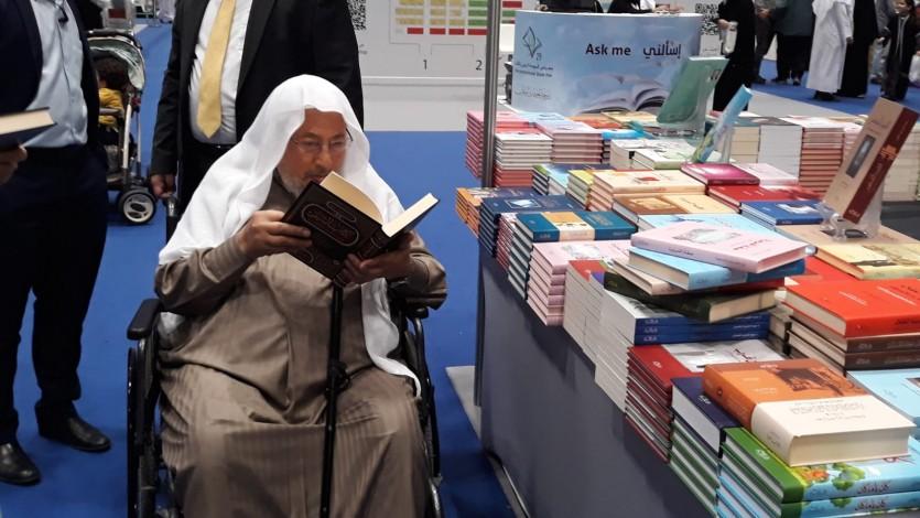 القرضاوي يزور معرض الكتاب