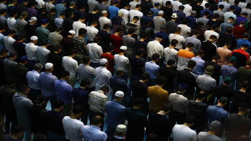 القرضاوي: المساجد مصانع ربانية