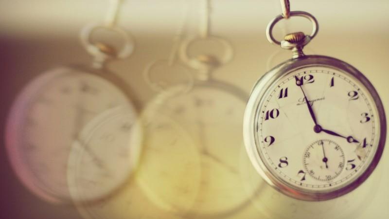تضييع وقت العمل بحجة الصلاة