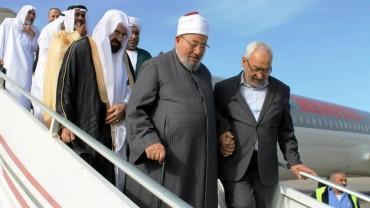 الشيخ راشد الغنوشي مستقبلا فضيلته في مستهل زيارة لتونس