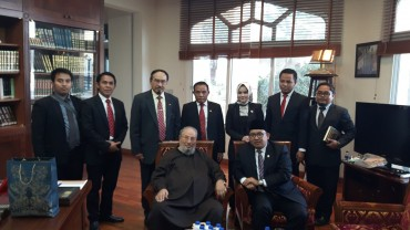مع السفير الإندونيسي بالدوحة محمد بصري سيداهابي والوفد المرافق له