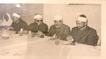 من اليمين: الشيخ علي جماز، الشيخ عبدالمعز عبدالستار، الشيخ يوسف القرضاوي، الشيخ عليوه مصطفى