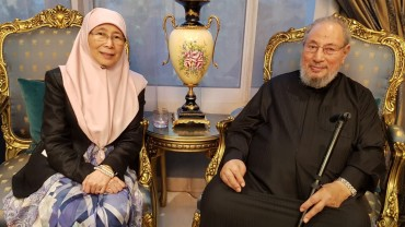 مع معالي الداتو سري وان عزيزة وان إسماعيل نائبة رئيس الوزراء الماليزي