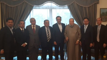 مع الأستاذ أنور إبراهيم النائب في البرلمان الماليزي ورئيس حزب «عدالة الشعب» ونائب رئيس الوزراء الأسبق.