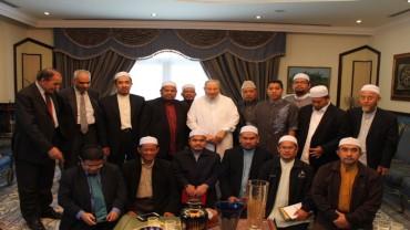 مع وفد من مسلمي آسيا