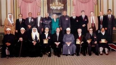 صورة نادرة مع عدد من الشخصيات منهم الرئيس البوسني الراحل عزت بيجوفيتش والشيخ أحمد ديدات رحمه الله