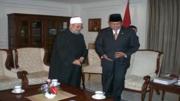 مع الرئيس الإندونيسي السابق