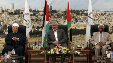 مع السيد إسماعيل هنية والمشير عبد الرحمن سوار الذهب في غزة